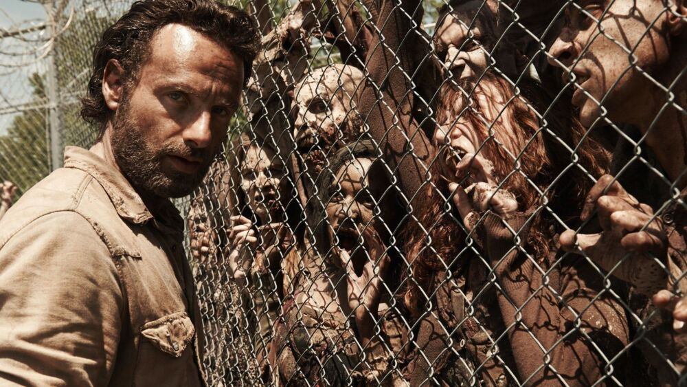 The Walking Dead Saison 5 : un abribus attaqué par des zombies